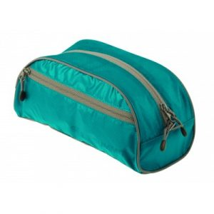 STS_ATLTBS_BL_TravelLightToiletryBagS_1425_2362px.jpg